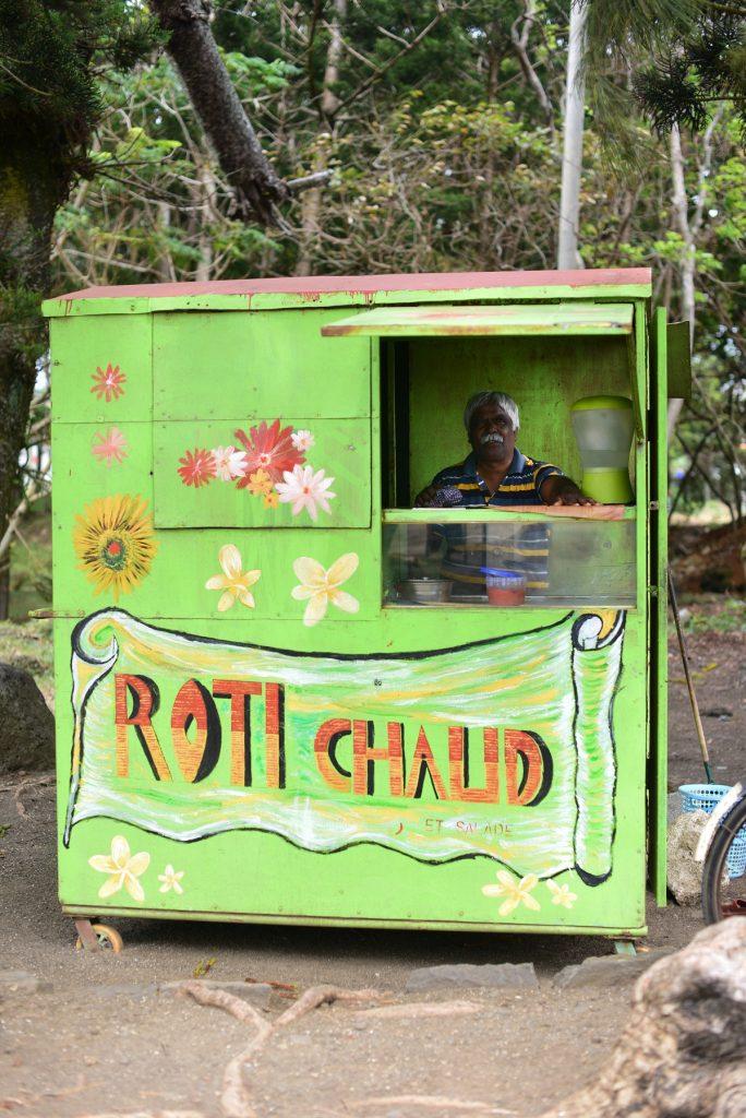 Vendeur de roti de Poudre d'Or - Roti seller at Poudre d'Or - crédit photo : Gilliane Soupe pour my Moris